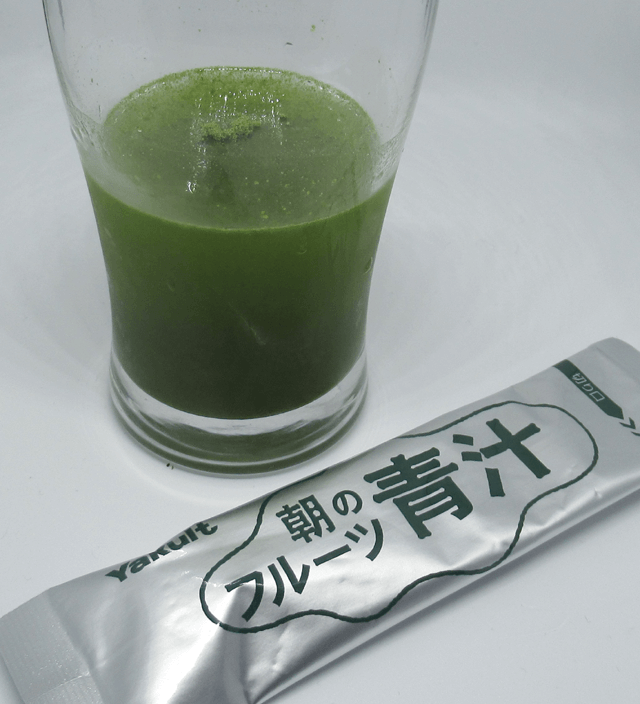 粉末が溶けきらない朝のフルーツ青汁