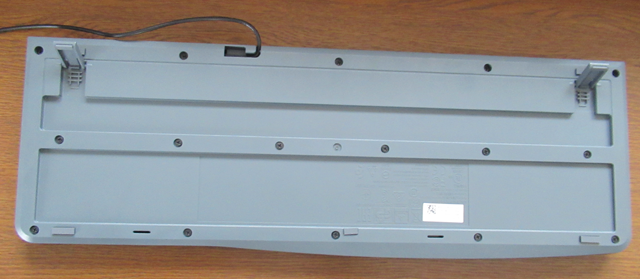 ロジクールの有線キーボード K120裏
