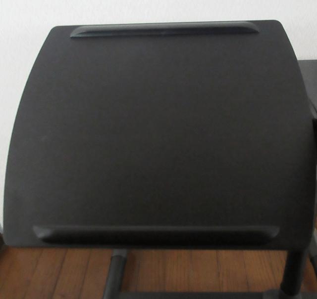 キャスター付きサイドテーブルの傾斜