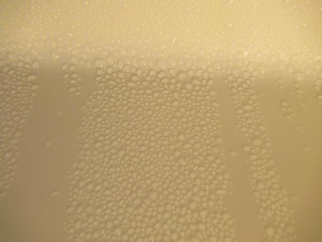 浴室天井の水滴