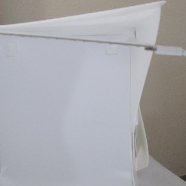 LEDライトが剥がれた撮影ボックス