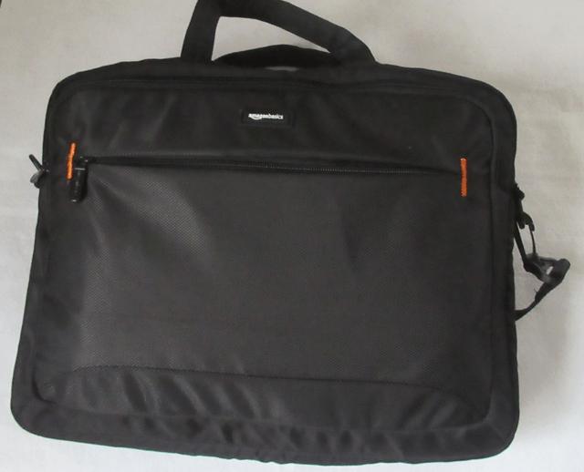 Amazonベーシック ビジネスバッグの表面