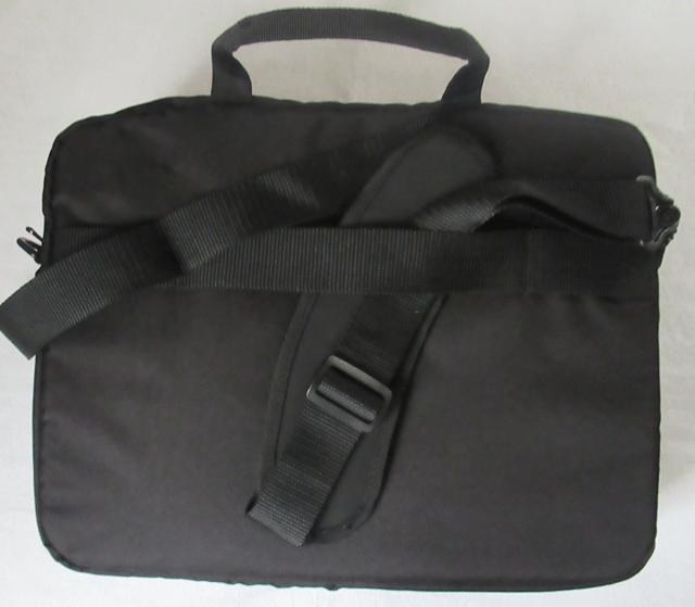 Amazonベーシック ビジネスバッグの背面